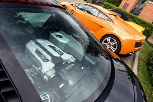 Silnik V8 ma tę cechę najlepszych jednostek, żebardzo angażuje kierowcę