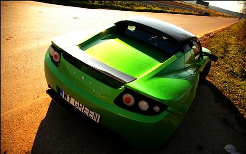 Tesla nabiera prędkości z łatwością ponad 6-litrowych silników AMG czy Chevroleta
