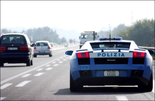Tylko we Włoszech policja używa Lambo Gallardo jako radiowozu
