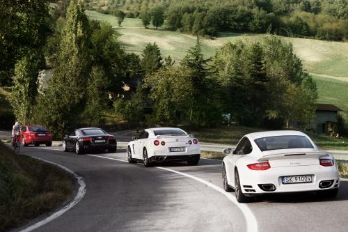 Szybka, ale płynna jazda to coś, co daje prawdziwą przyjemność z interakcji z drogą i samochodem