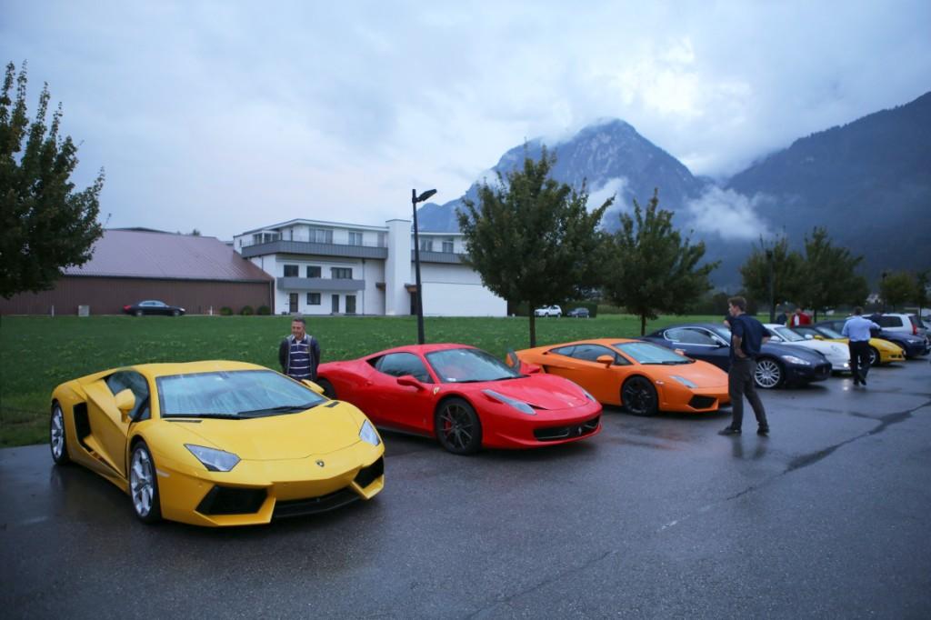 Szczyty Alp Stubajskich toną wchmurach, alewarunki drogowe nie są najgorsze. Rosnące wskazania barometru potwierdzają tylko optymistyczne prognozę pogody.